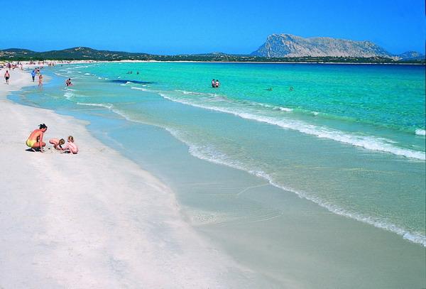 Porto istana la spiaggia i dintorni gli itinerari e le for Sardegna budoni spiagge
